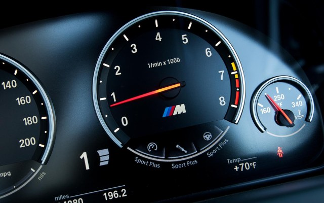 2012-BMW-M6-Convertible-instrument-gauge